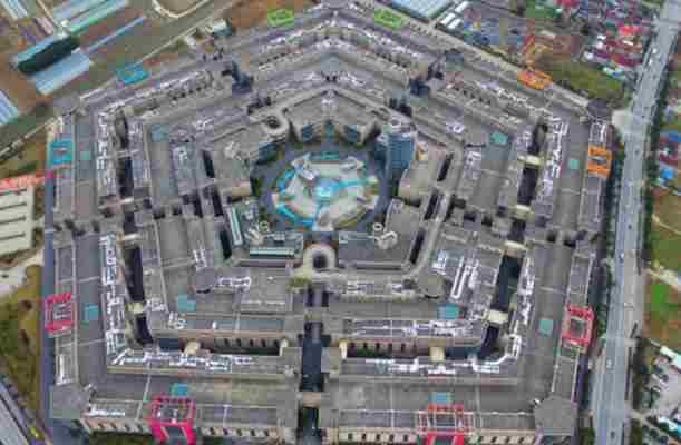 """""""Šangajski Pentagon"""" je najveća napuštena zgrada u Kini"""