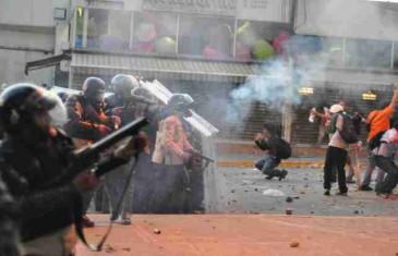 VIDEO KOJI JE POTRESAO BOSNU: Tek sad otkriven video sa istinom o protestima u februaru 2014…