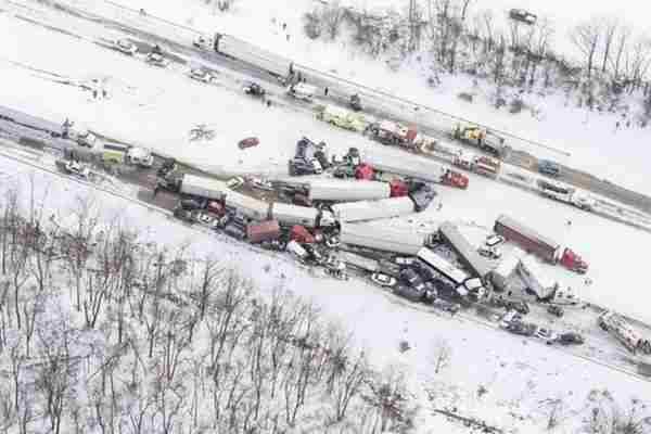 Više od 50 vozila sudarilo se na autoputu zbog mećave