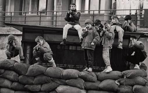 Djeca u ratu na fotografijama Strašnog: Izložba na koju se čekalo 20 godina (FOTO)