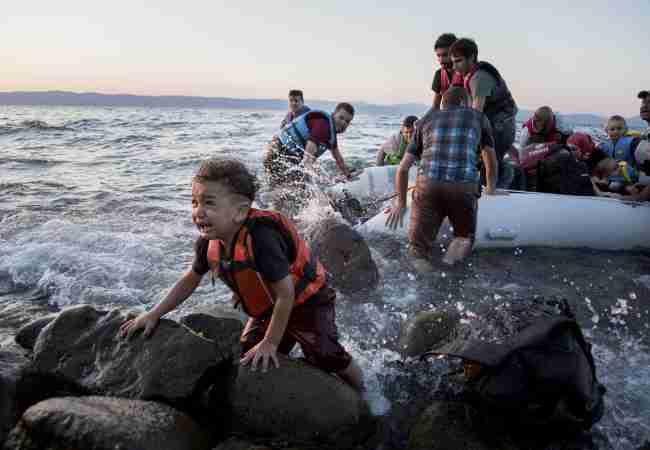 DOK IZBJEGLICE STRADAJU: Turska igra prljavo, a Evropa neodgovorno