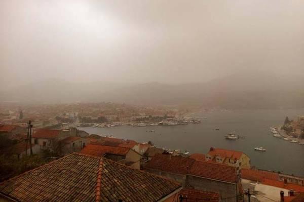 NEZAPAMĆEN DOGAĐAJ U HRVATSKOJ: Građani u nevjerici nakon što je s neba počeo padati pustinjski pijesak! FOTO