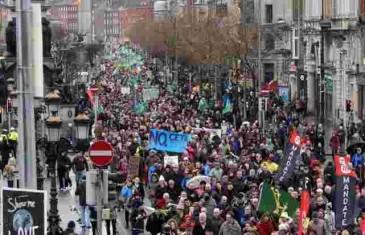 PREŠUĆENI VELIKI PROSVJEDI! I IRSKA JE NA NOGAMA: Ne žele plaćati vodu jer je njihova! (FOTO)