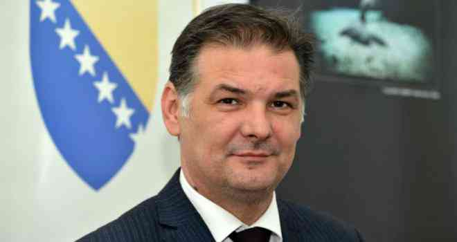 Kurić obrazložio: Drmać svojim kolegama želi dati otkaze, a nije u redu da njegova zaručnica igra više uloga nego ostali