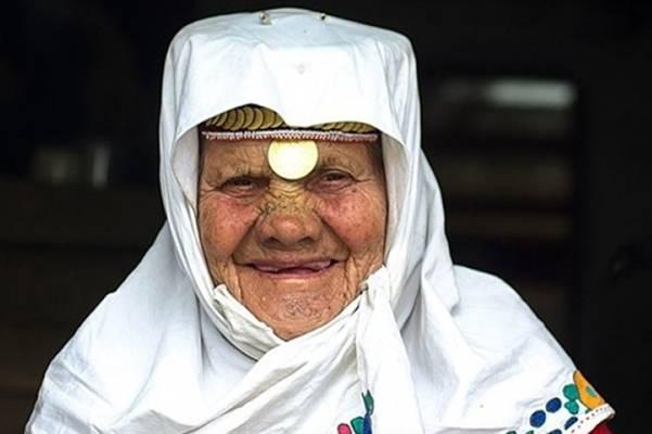 Umrla nana Nura, najstarija Bošnjakinja koja je goste dočekivala u tradicionalnoj nošnji…