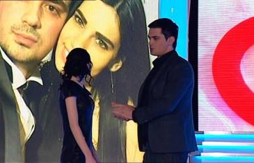 O OVOME PRIČA CIJELA SRBIJA: Voditelj zaprosio djevojku USRED EMISIJE! (VIDEO)