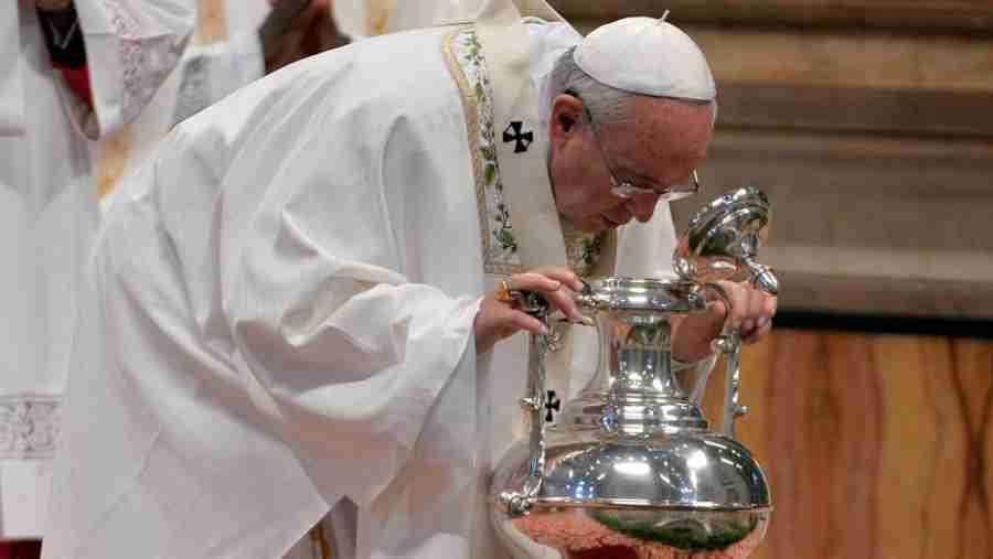 Papa Franjo, daleko od svakog nasilja: Na Veliki četvrtak oprao noge muslimanima i pravoslavcima, svi su plakali… (FOTO)