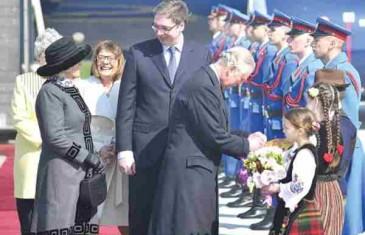 VUČIĆ SE ZBUNIO PRED PRINCOM CHARLESOM: Premijer Srbije se izvinjavao visokim gostima zbog pogače i soli…