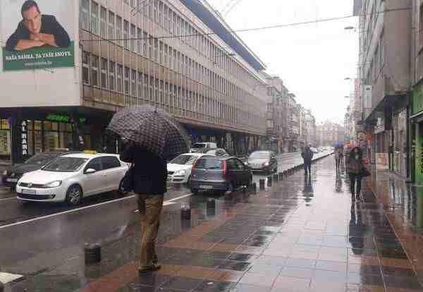 ZA NJEGA PRAVILA NE VRIJEDE Vozač Punta u sarajevskoj ulici Maršala Tita vozio suprotnim smjerom!