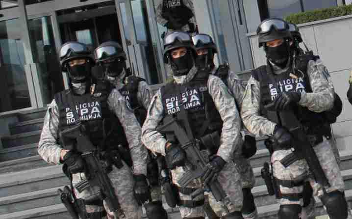 """U akciji """"Lavina"""" uhapšeno deset osoba iz bankarskog sektora za pronevjeru 123 miliona KM"""