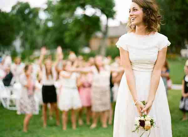 PORIJEKLO SVADBENIH OBIČAJA: Evo šta se krije iza uobičajenih svadbenih tradicija
