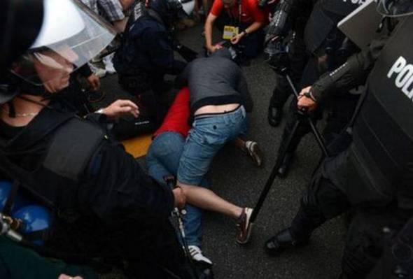 STRAŠNE SCENE U TUZLI Horde zla se sukobile sa policijom