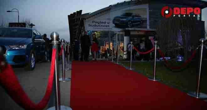 Duge gole noge i luksuzna auta: Uzburkane modne strasti u Porsche centru Sarajevo (FOTO)