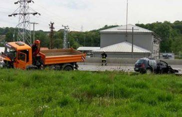 FOTO S LICA MJESTA: Dan pred zakazano vjenčanje, autom podletio pod kamion i poginuo sin vlasnika…