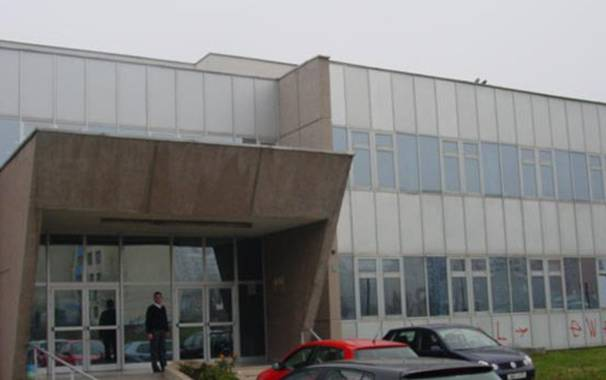 Drama u naselju Saraj-Polje: Policija izbacila roditelje i bolesnu djecu iz Doma zdravlja