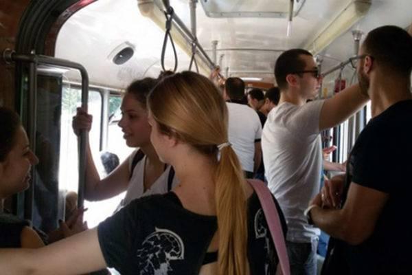 "Priča iz tramvaja postala hit na Facebooku: ""Ne znam iz kojeg ste sela vi gospođo, ali u mom…"