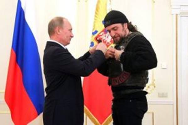 Jedini čovek koji kod Putina ulazi bez kucanja