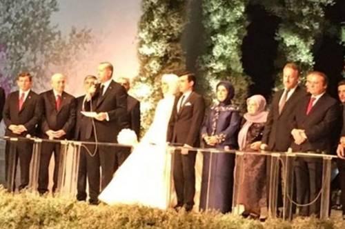 DOK U RS-U ŠTRAJKUJU, IZETBEGOVIC JE BIO NA SVADBI: Jedan od najvećih svijetskih lidera udao kćer