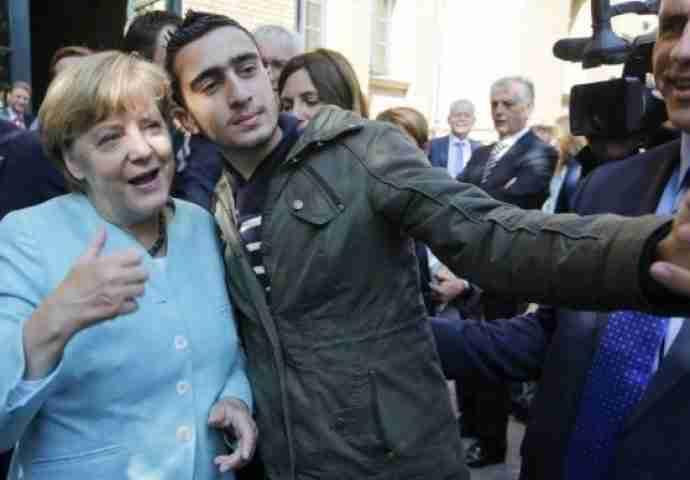 BRITANSKI VIDOVNJAK NAJAVIO UZNEMIRUJUĆE DOGAĐAJE: Merkelova i Donald Tramp u centru šokantnih događaja i još…
