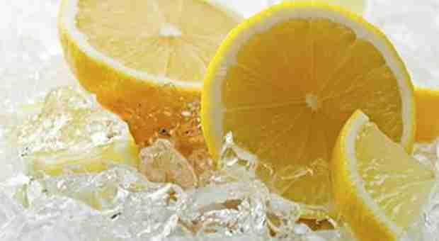 KONOBAR OTKRIO PRLJAVU TAJNU: Vadit ćete limun iz čaša kad OVO pročitate…