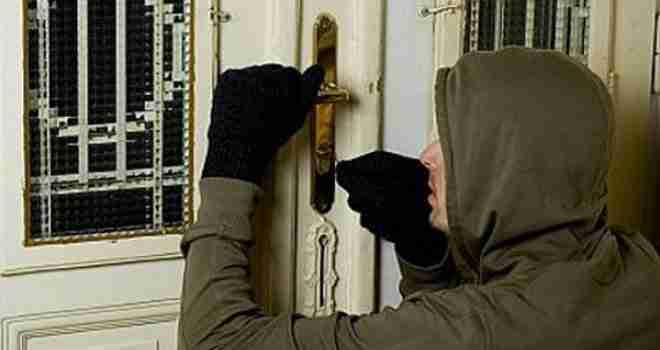 Dok ste na odmoru, provalnici vrebaju: Evo šta učiniti da osigurate dom od lopova