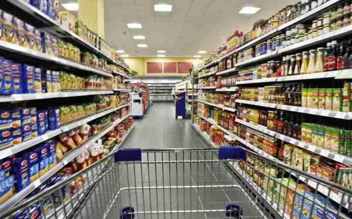 Pitanja koja muče mnoge: Može li se zaraziti virusom preko cipela, plastične vrećice, treba li dezinficirati artikle kupljene u trgovini…