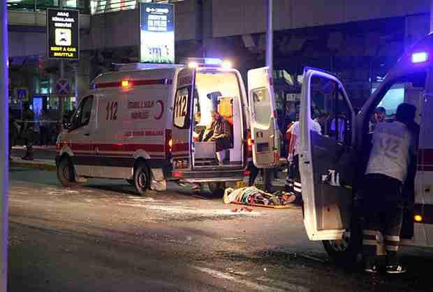 NOVI BILANS KRVOPROLIĆA U ISTANBULU: Tri bombaša samoubice, 50 poginulih, stotine ranjenih!