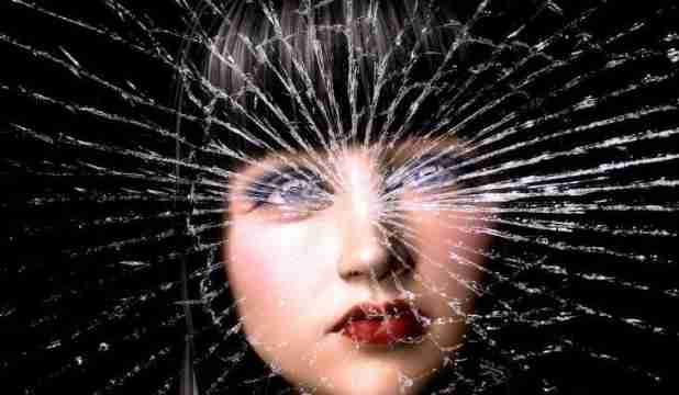 Znate li zašto se kaže da razbijeno ogledalo donosi nesreću