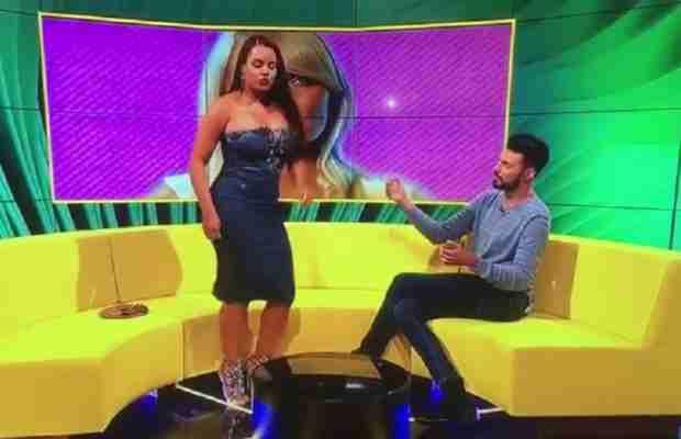 PUČE HALJINA: U programu uživo pokazala g*lu g*zu dok je tverkovala (VIDEO)