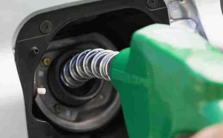 Naučnici na pragu epohalnog otkrića: Jedna litra vode iz mora zamijeniće 300 litara benzina!