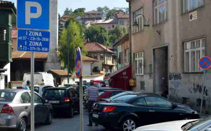 Sarajlija hit u regionu: Originalan potez za čuvanje parkinga, ali šta će mu žena reći na ovo?