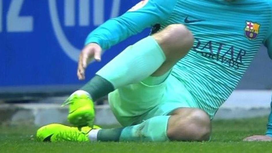 Uznemirujući video: Slomio je nogu Vidalu kod 6-0 za Barcu.