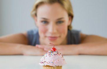 REVOLUCIONARNI TRIK: Pola kašičice ovog začina u trenu ubija želju za slatkišima!