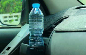 Zašto ne smijemo piti vodu iz plastične boce koja je stajala u autu?