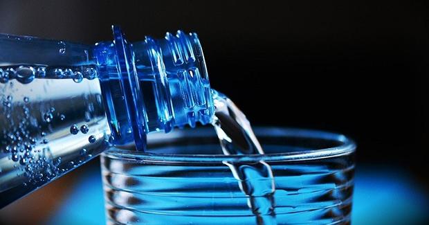 Plastična vlakna pronađena u vodi za piće širom svijeta čine muškarce neplodnim
