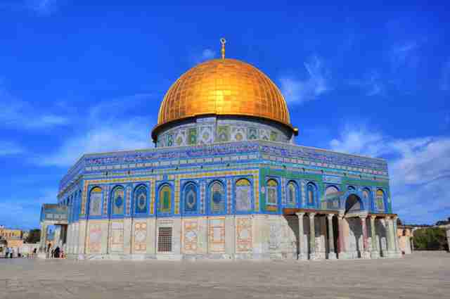 Pogledajte kako je dječak iskritikovao muslimane u prepunoj džamiji što ne brane Al Aksu u Jerusalemu