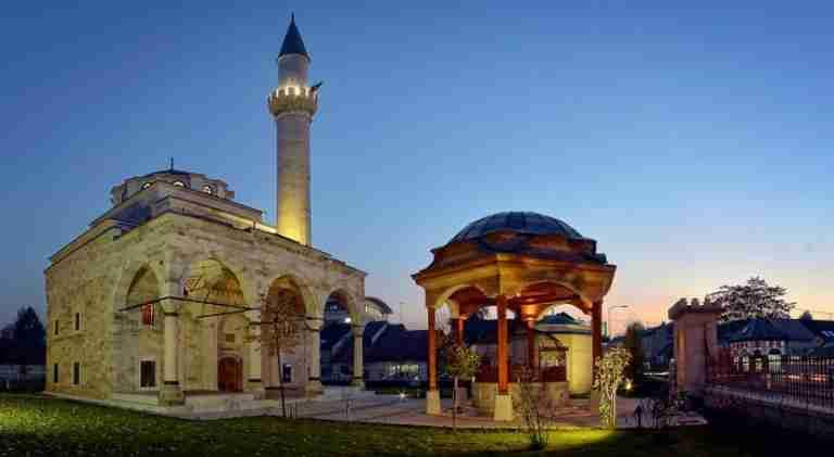 Muderrisova hutba: Sudbina bosanskih džamija uveliko podsjeća na sudbinu bosanskog čovjeka