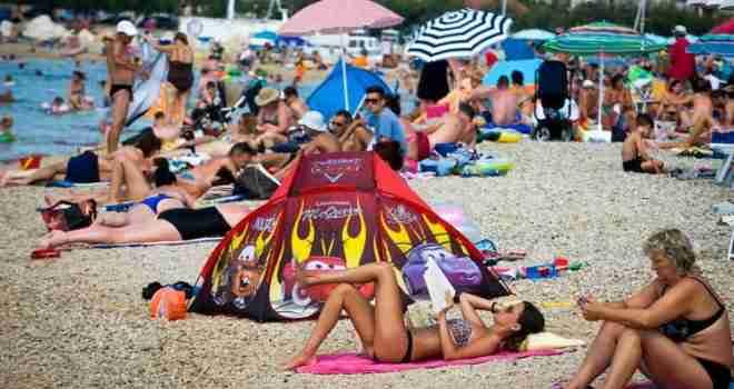 Zagađenje u popularnom gradu na Jadranu: Turisti bježe, a mještanima izbijaju plikovi i imaju bolove u trbuhu!