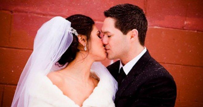 Mlada iz Srbije udala se u BiH i doživjela šok: Na svadbu je došlo 100 ljudi. Kad sam čula zašto, odlijepila sam!