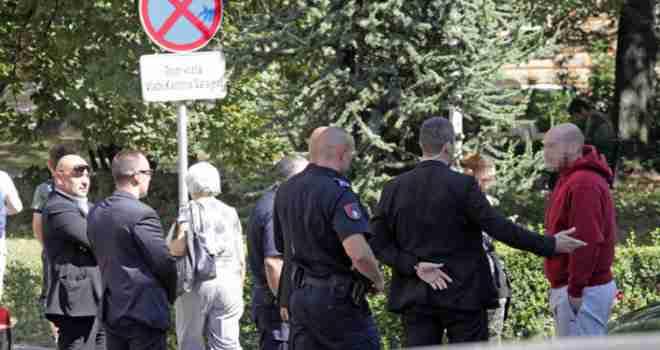 Amerikanka pokazala Izetbegoviću srednji prst pa završila u policiji: 'Presreli su nas tjelohranitelji, a onda…'