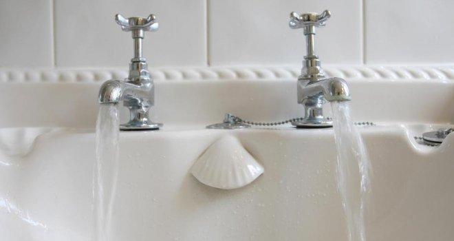 OVO SIGURNO NISTE ZNALI: Zašto Britanci imaju dvije česme, s toplom i hladnom vodom?!