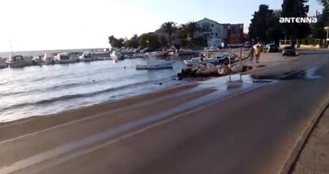 'Mirisi' na elitnoj plaži na Jadranu tjeraju na povraćanje: Fekalije izbijaju iz šahtova i slijevaju se među kupače…