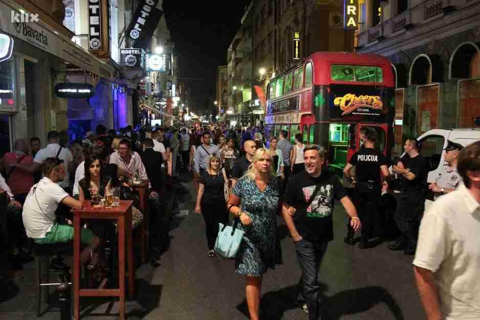 Nuri, Jergoviću i drugima smetaju zajednički iftari, ali ne i javno masovno ispijanje alkohola u Sarajevu