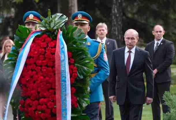 RUSKI ANALITIČAR ZALEDIO SRBE: Ruse i Srbe će da razdvoje preko religije a finale će biti ovakvo…