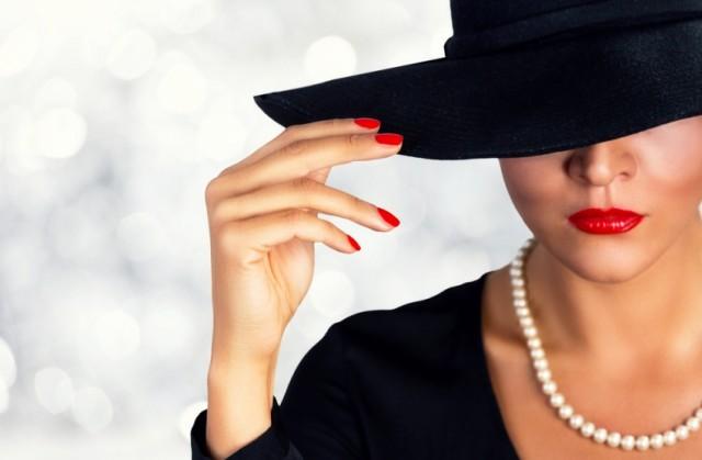 U dvadesetim, žena ima lice koje joj je priroda dala: Sa 40, nosi ono koje je zaslužila!