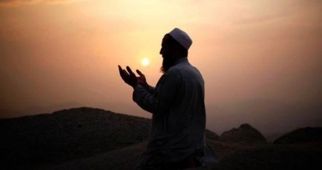 FETVOLOGIJA: Kad su muslimani iz Biblije preuzeli čamle i mantije? Što će im to, kad im ne pripada?!