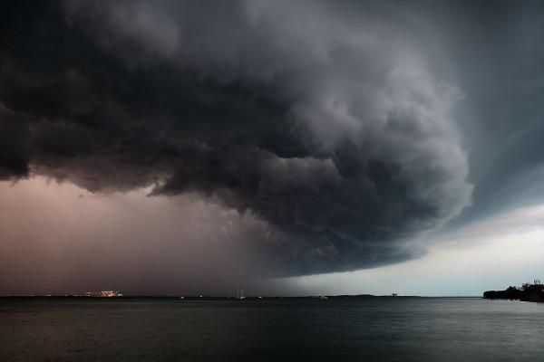 Tamni oblaci sa zapada stižu iznad BiH, meteorolozi najavljuju: Svaki dan olujni vjetar, pljuskovi, gromovi…