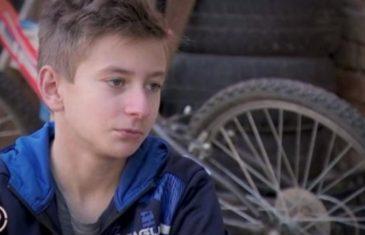 NEĆETE MOĆI PRESTATI PLAKATI: Ovog dječaka je majka ostavila, živi u siromaštvu i ima poljski WC, ali i NEJVEROVATAN TALENAT!