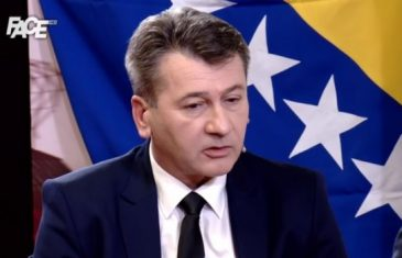 Hadžibajrić: Curi nam država, ode kroz prste… Bakir je tu zbog dinastije, babo-sin, a Fahro se previše bavi Bakirom…