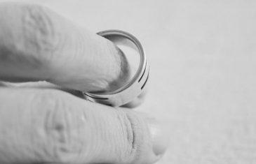Indija će početi kažnjavati muškarce muslimane za 'instantni razvod'